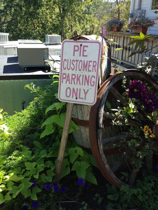 Monica's Pies: outside.